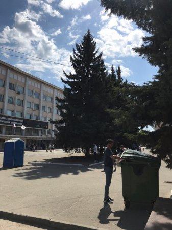 9 мая был установлен дополнительный контейнер по сбору мусора